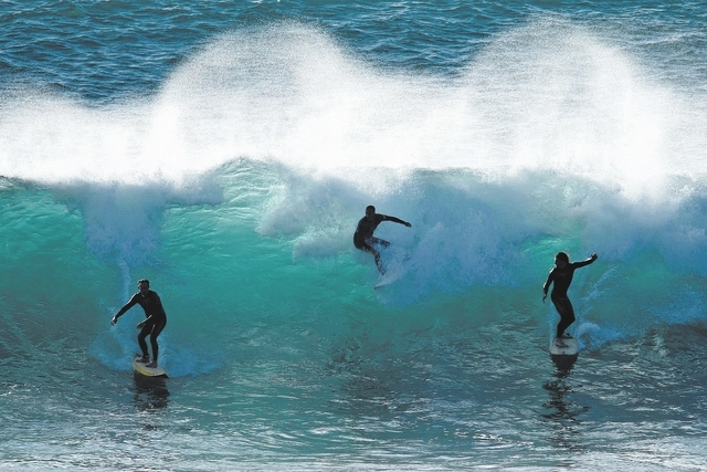 Surfers take to the large waves in numbers, enjoying the aftermath of a winter storm in Encinitas, California December 12, 2014.  (REUTERS/Mike Blake )
