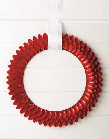Courtesy Style at Home Style at Home designer Stephanie Hung creates wonderful contemporary wreaths out of unexpected materials like paper cups, spoons, paint chips and clothespins.