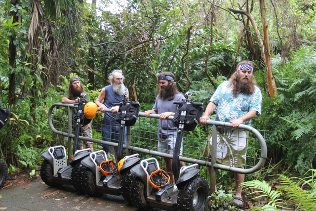 The Robertson family visits Hawaii in the season finale April 24 at 10/9c. (courtesy Gurney Productions)