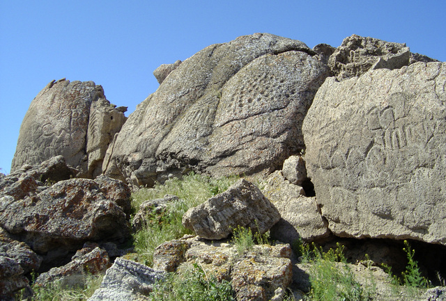 The oldest petroglyphs in North America are on the the Pyramid Lake Paiute Indian Reservation, shown in this photo. (Larry Benson, Univ. of Colorado, Boulder)