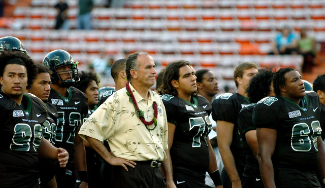 University of Hawaii's head coach June Jones and his team after their first loss since 1994 against Fresno State at Aloha Stadium, in Honolulu, Hawaii, Oct. 29, 2005. Fresno State beat Hawaii 27-1 ...