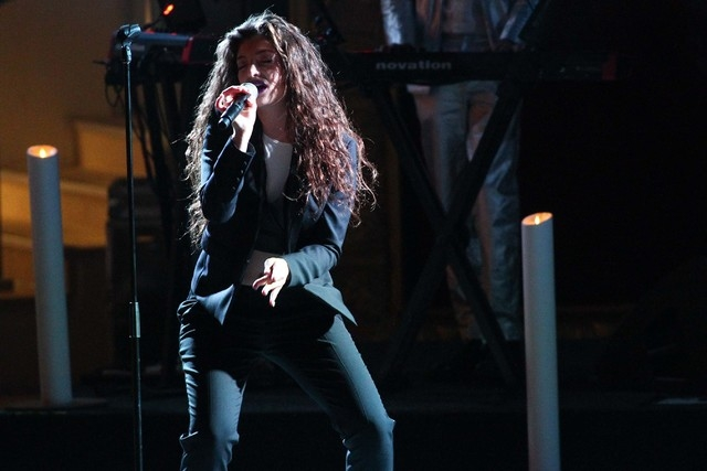 Lorde performs at the Boulevard Pool at the Cosmopolitan hotel-casino in Las Vegas on Tuesday, April 15, 2014. (Chase Stevens/Las Vegas Review-Journal)