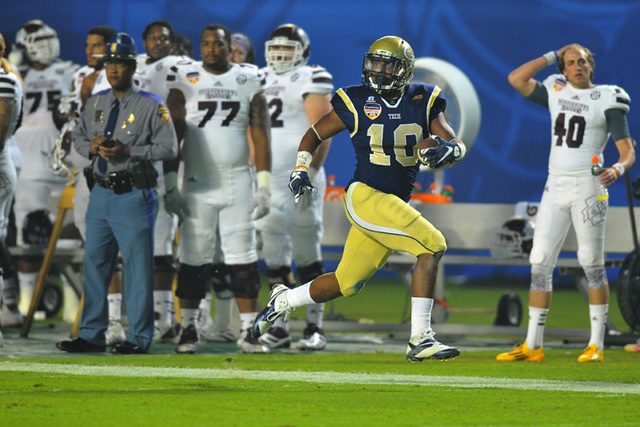 Georgia Tech Yellow Jackets running back Synjyn Days (10) runs for a touchdown against the Mississippi State Bulldogs during the third quarter in the 2014 Orange Bowl at Sun Life Stadium. (Steve M ...