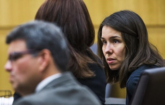 Jodi Arias (R) speaks to defense attorney Jennifer Willmott in the Maricopa County Superior Courtroom in Phoenix, Arizona, October 22, 2014. (REUTERS/Tom Tingle/The Arizona Republic/Pool)