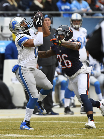 Dec 21, 2014; Chicago, IL, USA; Detroit Lions wide receiver Golden Tate (15) makes a catch against Chicago Bears cornerback Tim Jennings (26) during the first half at Soldier Field. (Mike DiNovo-U ...