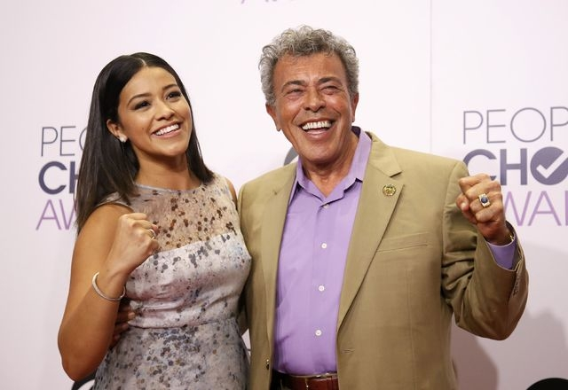 Actress Gina Rodriguez poses with her father, Genaro Rodriguez, backstage during the 2015 People's Choice Awards in Los Angeles, California January 7, 2015.  REUTERS/Danny Moloshok