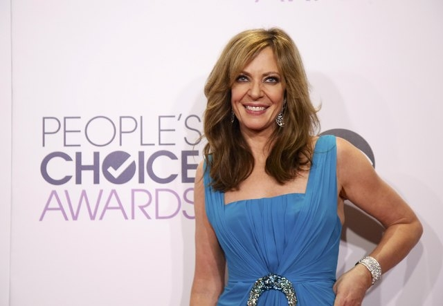 Show host Allison Janney poses backstage during the 2015 People's Choice Awards in Los Angeles, California January 7, 2015.  REUTERS/Danny Moloshok