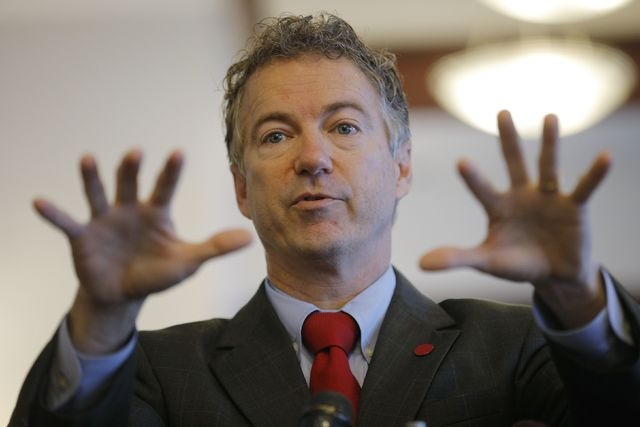 U.S. Senator Rand Paul (R-KY), a 2016 Republican White House hopeful, speaks to a group of state legislators at Murphy's Diner in Manchester, New Hampshire January 14, 2015. (REUTERS/Brian Snyder)