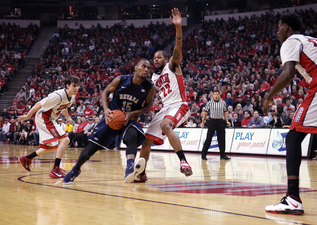 UNR guard D.J. Fenner drives against UNLV guard Jelan Kendrick in the first half of their basketball game Wednesday, Jan. 7, 2015, at the Thomas & Mack Center in Las Vegas. (Sam Morris/Las Vegas R ...
