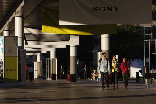 Exhibitors walk outside the Las Vegas Convention Center during set up for the 2015 International Consumer Electronics Show Friday, Jan. 2, 2015. (Sam Morris/Las Vegas Review-Journal)