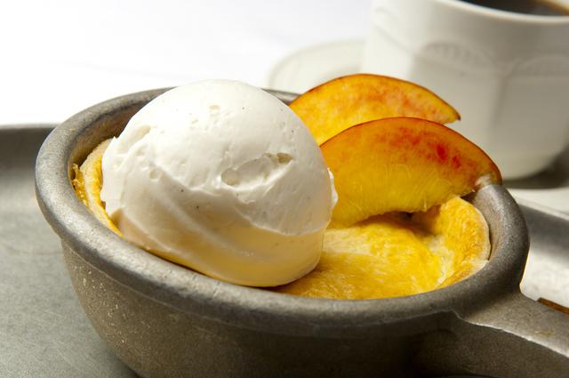 Peach cobbler, Gilley's BBQ, Treasure Island (Courtesy)