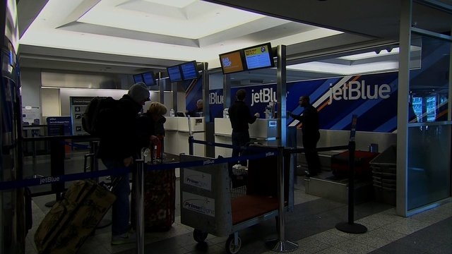 A framegrab showing a busy JetBlue ticket counter. (CNN)