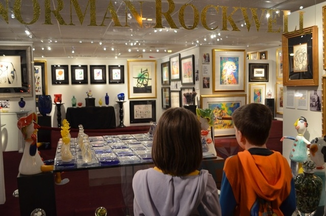 Art galleries are open late during Scottsdale's Thursday night ArtWalk. The doors are open, and browsers are welcome, but many prefer to window shop. (Ginger Meurer/Las Vegas Review-Journal)