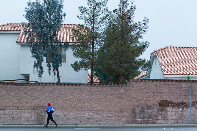 A man runs along Grand Canyon Drive near Katie avenue during a light sprinkle in Las Vegas on Tuesday, Jan. 27, 2015. (Chase Stevens/Las Vegas Review-Journal)