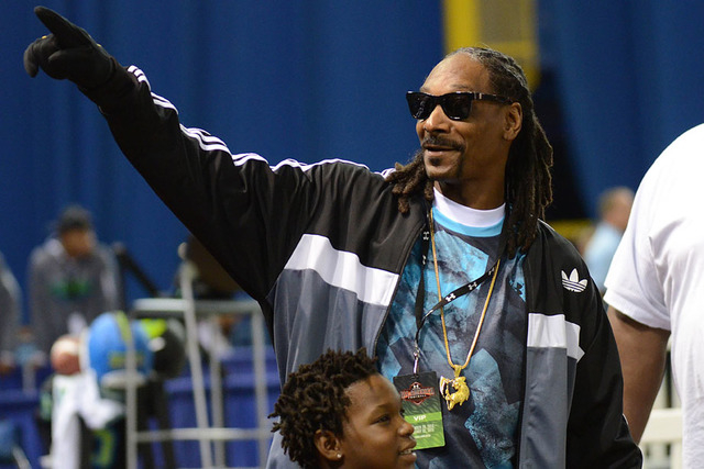 Snoop Dog waves to fans during the 2015 Under Armour All-America Game at Tropicana Field. (Jonathan Dyer-USA TODAY Sports)