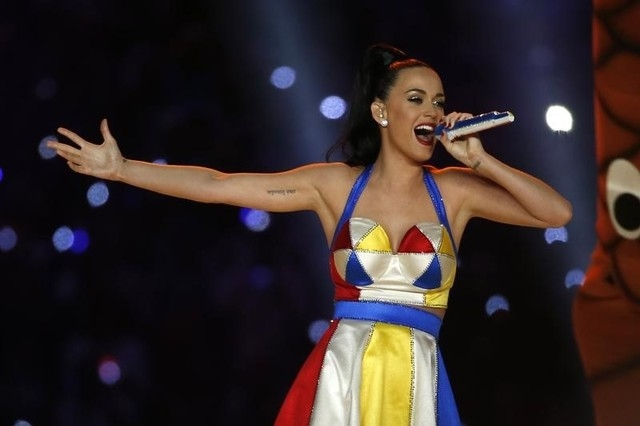 Katy Perry performs during the halftime show at the NFL Super Bowl XLIX football game between the Seattle Seahawks and the New England Patriots in Glendale, Arizona, February 1, 2015.  (REUTERS/Lu ...