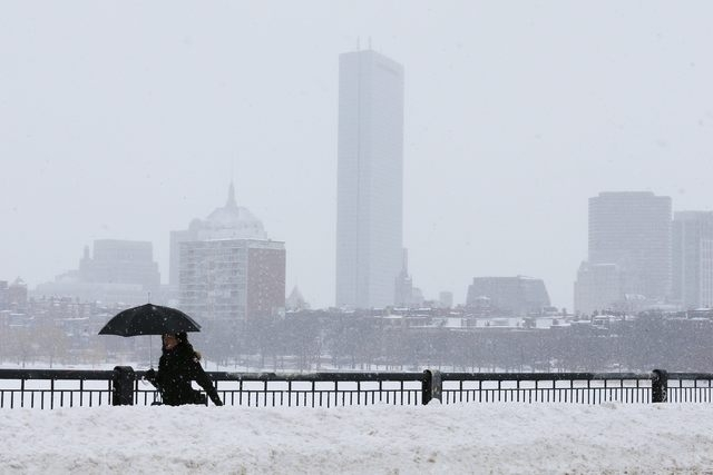 A pedestrian walks across the Mass Ave bridge following a winter snow storm in Boston, Massachusetts February 10, 2015. (REUTERS/Brian Snyder)
