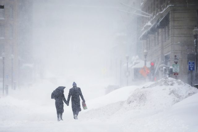 A couple walks hand-in-hand through the snow in the Back Bay during a winter blizzard in Boston, Massachusetts February 15, 2015.  (REUTERS/Brian Snyder)