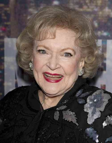 Actress Betty White arrives for the 40th Anniversary Saturday Night Live (SNL) broadcast in the Manhattan Borough of New York, February 15, 2015. (REUTERS/Carlo Allegri)