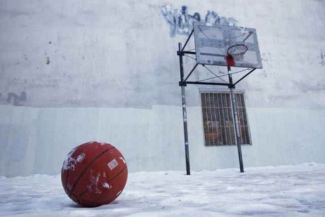 A basketball sits on a frozen basketball court in Lower Manhattan, New York February 16, 2015. (REUTERS/Andrew Kelly)