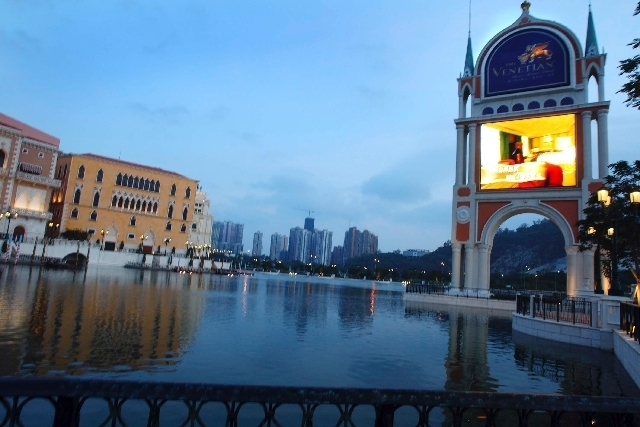 JEFF SCHEID/LAS VEGAS REVIEW-JOURNAL FILE PHOTO The man-made lake in front of the Venetian-Macau in Macau is seen in 2007.