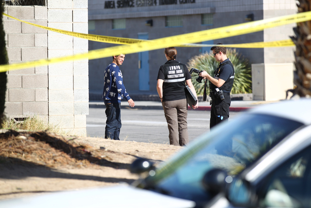 Las Vegas police investigate the scene of a shooting that left one man shot in the leg at a home on the 6200 block of Robin Hood Circle in Las Vegas on Tuesday, Feb. 3, 2015. (Chase Stevens/Las Ve ...