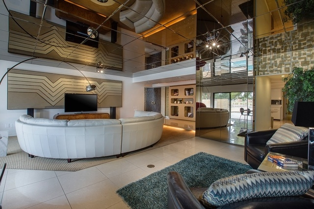 """Frank """"Lefty"""" Rosenthal's former home at 972 Vegas Valley Drive has living room with a mirrored ceiling. (Courtesy)"""