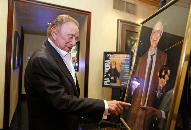 Freddie Glusman, owner of Piero's Italian Cuisine, points to the message written by Jerry Tarkanian on a photo of Tarkanian at Piero's Italian Cuisine Monday, Feb. 16, 2015, in Las Vegas. G ...