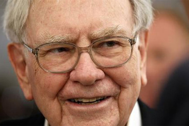 Warren Buffett's 2006 Cadillac went for $122,500 in a charity auction that ended Thursday night. (Reuters/Rick Wilking)