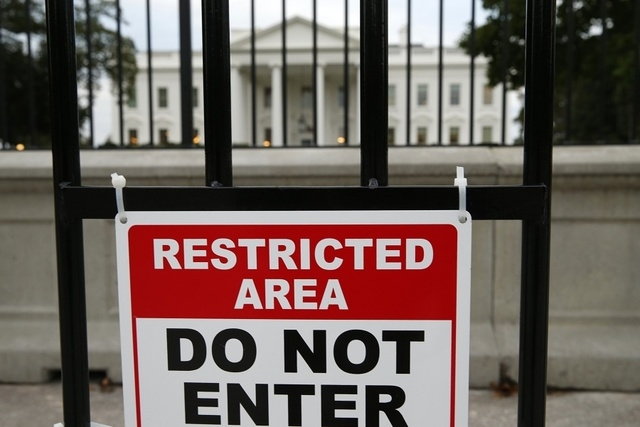 A sign is posted on a fence outside the White House in Washington in this October 23, 2014 file photo. (REUTERS/Kevin Lamarque/Files)