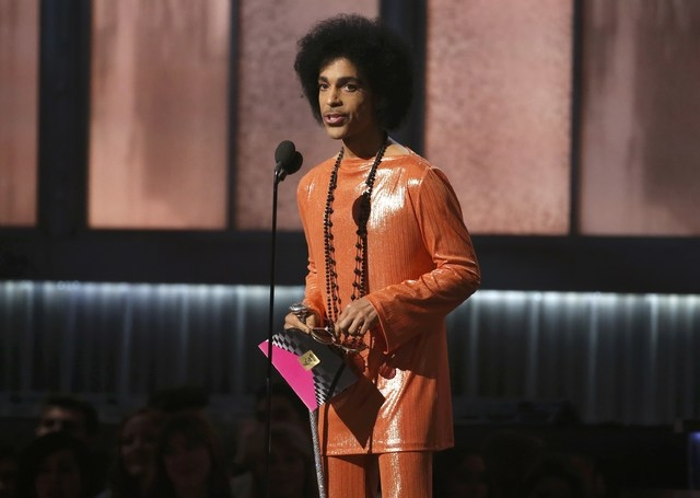 Prince presents the award for album of the year at the 57th annual Grammy Awards in Los Angeles, California, Feb. 8, 2015. (REUTERS/Lucy Nicholson)