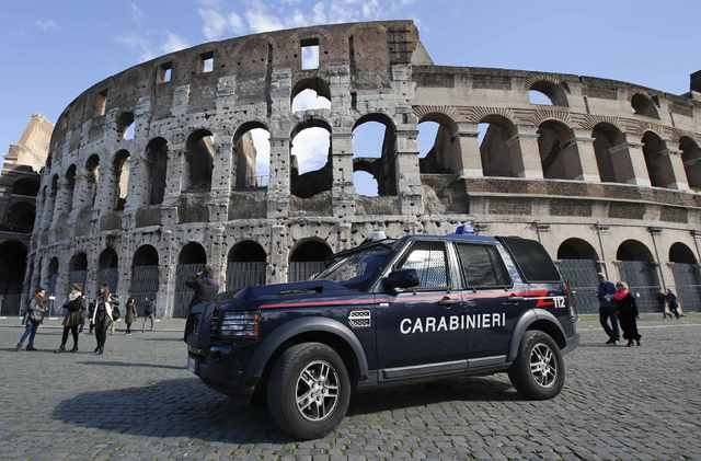A carabinieri paramilitary car patrols in front of the Colosseum in Rome February 17 , 2015. (REUTERS/Max Rossi)