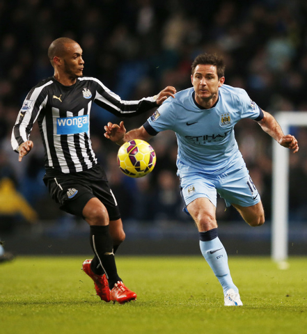 Feb 21, 2015; Manchester City's Frank Lampard in action against Newcastle United's Yoan Gouffran (Reuters / Phil Noble)