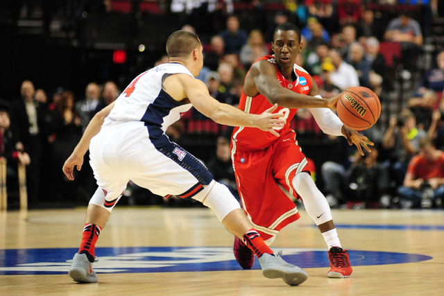 Mar 21, 2015; Portland, OR, USA; Ohio State Buckeyes guard Shannon Scott (right) passes against Arizona Wildcats guard T.J. McConnell (4) during the first half in the third round of the 2015 NCAA  ...