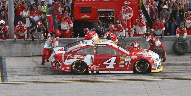 Kevin Harvick makes a pit stop during the NASCAR Sprint Cup championship series auto race, Sunday, Nov. 16, 2014, in Homestead, Fla. (AP Photo/David Graham)