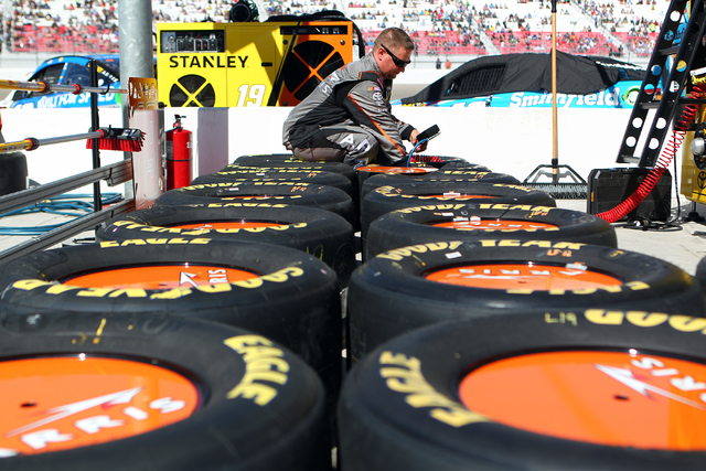 Carl Edwards pit crew member Kerry Ferris checks tire pressure before for the start of the NASCAR Sprint Cup Series Kobalt 400 race at the Las Vegas Motor Speedway on Sunday, March 8, 2015. (Chase ...