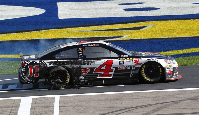 Kevin Harvick (4) drives on the track after winning the NASCAR Sprint Cup Series Kobalt 400 race at the Las Vegas Motor Speedway on Sunday, March 8, 2015. (Chase Stevens/Las Vegas Review-Journal)