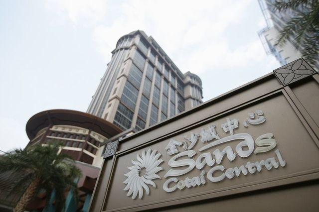 The Sands Cotai Central logo is seen in front of its hotel in Macau in this September 20, 2012 file photo. (Tyrone Siu/Reuters)