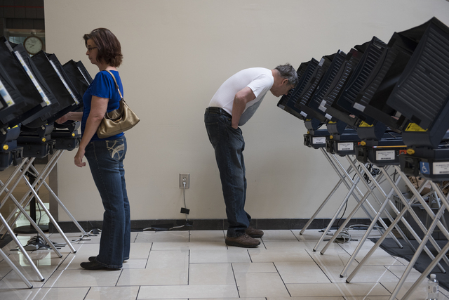 Wife and husband Bonnie and Greg Heiny vote during early voting at Meadows Mall in Las Vegas on Saturday, Mar. 21, 2015. (Martin S. Fuentes/Las Vegas Review-Journal)