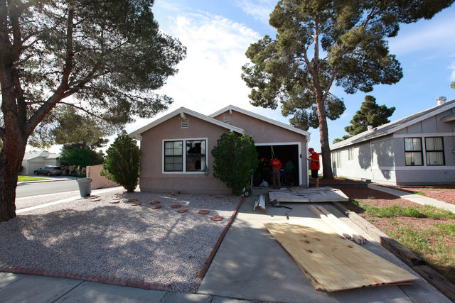 """The FBI was involved in a """"law enforcement action"""" at a house in the 6700 block of Arroyo Avenue Monday morning, March 24, 2015. (Chase Stevens/Las Vegas Review-Journal)"""