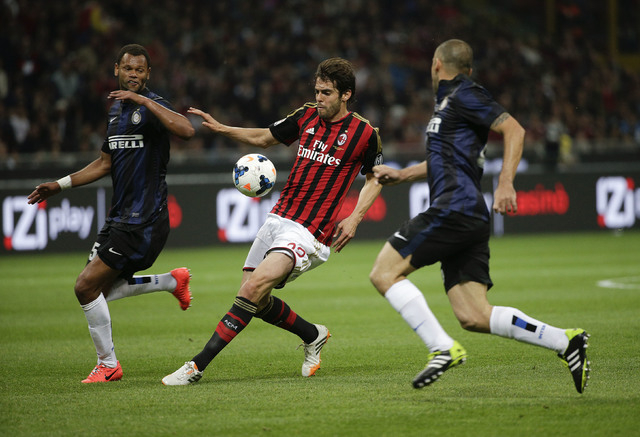 AC Milan's Kaka (C) is challenged by Inter Milan's Rolando (L) and Samuel during their Italian Serie A soccer match at San Siro stadium in Milan May 4, 2014. (REUTERS/Max Rossi)