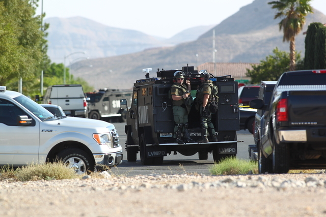 Las Vegas police are evacuating residences in the southwest valley while they try to get someone out of a house. (Chase Stevens/Las Vegas Review-Journal)