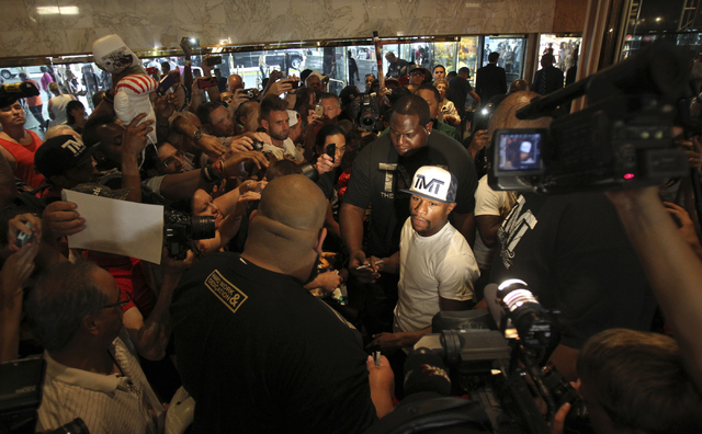 Floyd Mayweather Jr., center, makes his official Fight Week arrival in the lobby of the MGM Grand Tuesday, Sept. 10, 2013, to promote his bout against fellow undefeated boxer Saul ҃anelo&#x4 ...
