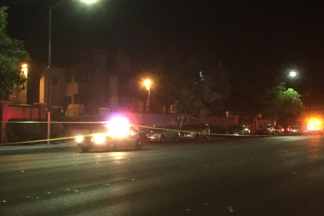 Las Vegas police investigate a homicide at Entrata Di Paradiso apartments, 2701 N. Rainbow Blvd., Wednesday night, April 29, 2015. (Wesley Juhl/Las Vegas Review-Journal)