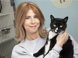 Liz Taranda, a volunteer representing Clifton Animal Shelter in New Jersey, wins Top Cat Shelter Volunteer of the Year honor