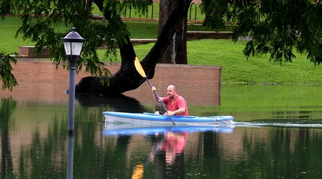A kayaker rows through the flood waters above Sewell Park on the Texas State University campus near the headwaters of the San Marcos River in San Marcos, Texas May 24, 2015. Texas Governor Greg Ab ...