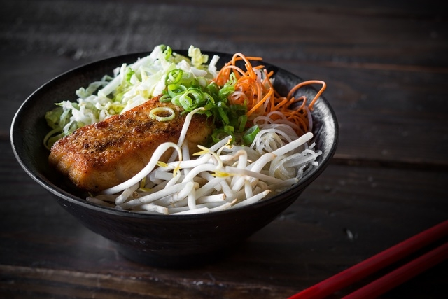 Salmon rice bowl at Itsy Bitsy (Photo by Anthony Mair)