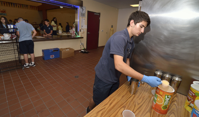 Tyler Hamilton, CEO of Under the Shark Juices, prepares a drink during a lunch break at the Somerset Academy of Las Vegas at 50 N. Stephanie St. in Henderson on May 5, 2015. (Bill Hughes/Las Vegas ...