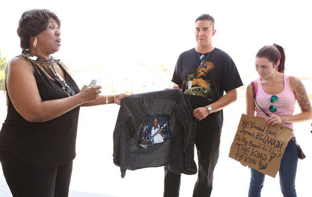 Roger Lewis of Squamish, British Columbia, center, shows off his custom-made shirt of B.B. King to King's daughter Shirley King, left, outside Palm Mortuary Downtown, 1325 N. Main St., where B.B.  ...