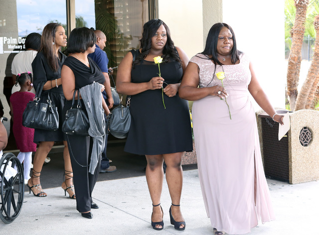 B.B. King's daughter Silvia Williams, right, and her daughter Andreyonna Huggins leave Palm Mortuary Downtown after attending B.B. King's memorial service on Saturday, May 23, 2015. (Bizuayehu Tes ...